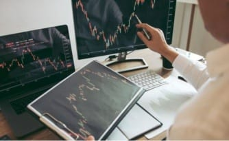 how forex trading works watching trading screen