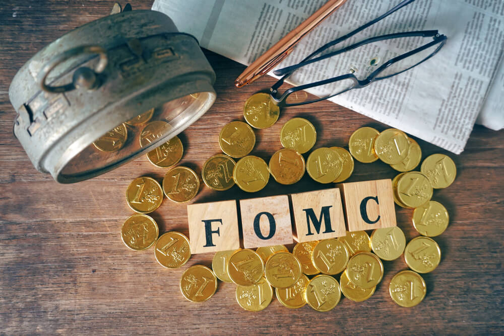 Gold prices are dropped to 1 yesterday after the US FOMC minutes meeting described tapering
